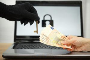 Das Opfer muss Geld an den Erpresser zahlen, um (vielleicht) wieder an seine Daten zu kommen.